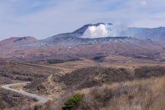Krater des Bergs Naka oder des Aso-Berges ist das größte aktive volca Stockfoto