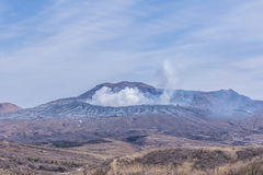 Krater des Bergs Naka oder des Aso-Berges ist das größte aktive volca Stockbilder