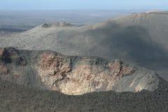 Krater eines Vulkans im Abschluss oben Lizenzfreie Stockbilder