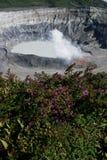 Krater en meer van Vulkaan Poas Stock Afbeeldingen