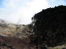 Krater en zwavel van Avacha-vulkaan, Kamchatka Stock Afbeeldingen