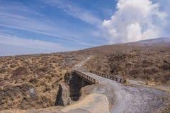 Krater góra Naka lub Aso góra jest wielkim aktywnym volca Zdjęcia Stock