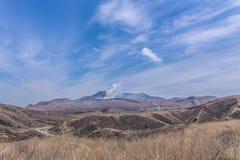 Krater góra Naka lub Aso góra jest wielkim aktywnym volca Obrazy Royalty Free