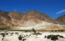 krater inom vulkaniska nisyros Arkivfoto