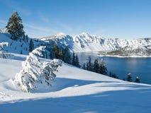 Krater Lake i vinter Arkivfoto