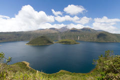 Krater sjöQuilotoa vulkan Arkivfoton