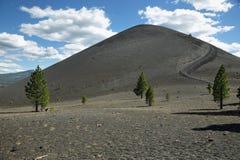 Krater van Cinder Cone, het Vulkanische Nationale Park van Lassen stock afbeeldingen