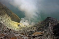 Krater van de vulkaan Ijen op Java, Indonesië Stock Afbeelding