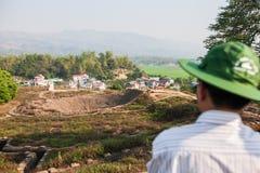 Krater van A1-heuvel, het belangrijkste kamp van de Franse kolonisten in Dien Bien Phu tijdens de eerste Indochina-Oorlog in 1954 stock foto