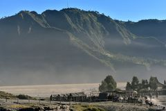 Krater Volcano Bromo Sunrise Time, Indonesien stockfoto