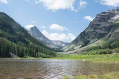 Kratermeer in de Kastanjebruine Wildernis van Klokkensnowmass in Aspen Colorado Royalty-vrije Stock Foto