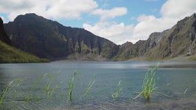 Kratermeer Pinatubo, Filippijnen, Luzon stock videobeelden
