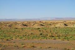 Kraters in woestijn royalty-vrije stock fotografie