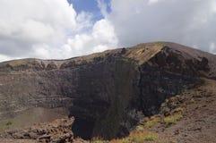 kratervesuvius vulkan royaltyfria foton