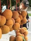 Krathon, sandoricum koetjpe, τοπικά φρούτα, στάβλος φρούτων στοκ εικόνα