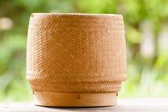 Kratip或黏米饭篮子容器 免版税库存图片