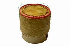 Kratip: bambubehållare för att rymma lagade mat limaktiga ris Royaltyfria Bilder