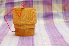 Kratip, contenitore di bambù tailandese del riso appiccicoso Immagine Stock Libera da Diritti