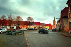 Kravare Machuv kraj, Tjeckien - oktober 29: detalj av genomskärningen nära fyrkanten med aktuellt erbjudande av metallskottkärror royaltyfria bilder