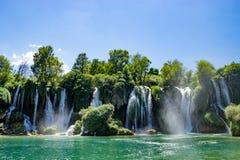 Kravice-Wasserfall und Trebizat-Fluss in Bosnien Stockfotografie