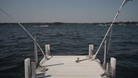 Krawędź dok w jezioro zbiory