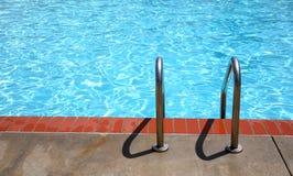 krawędź drabinowy basenu zdjęcia royalty free