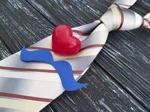 Krawat, serce, papierowego wąsy pomysłu dekoracyjny rocznik, stary czarny drewniany tło Zdjęcia Royalty Free
