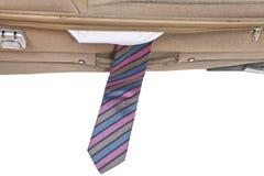 Krawat spadał z półotwartej walizki Obraz Stock