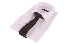 Krawatte auf einem Hemd lizenzfreie stockbilder