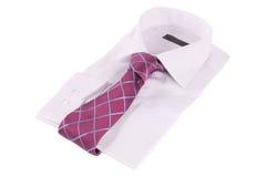 Krawatte auf einem Hemd lizenzfreie stockfotos