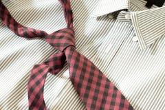 Krawatte auf Hemd Stockfotos