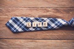 Krawatte und die Mitteilung lizenzfreie stockbilder