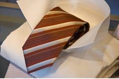 Krawatte und Hemd auf Bildschirmanzeige Lizenzfreie Stockbilder