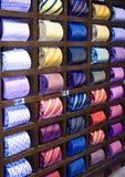 Krawatten in einer Reihe Lizenzfreie Stockfotos