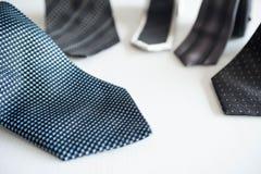Krawatten für kleiden oben an Stockfotografie