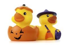 Kürbis-und Hexe-Gummi-Enten Stockfoto
