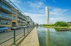 Kręcenie półpostaci fasada z ogólną architekturą - miasto kanału odbicie Zdjęcie Royalty Free
