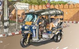 Kreśli pejzaż miejskiego Chiangmai, Tajlandia, przedstawienie miejscowego silnika tricyc Fotografia Stock