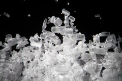 Kreatinkristalle durch Mikroskop sieht wie Methamphetamin aus Athletische diätetische Ergänzung in Details supermacro Nahaufnahme Lizenzfreie Stockfotos