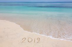 2019 kreativ auf dem Strand lizenzfreies stockbild