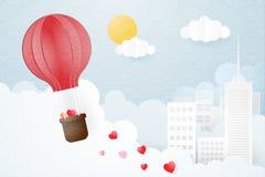 Kreativ vom Liebesvalentinsgrußtageskonzept Heißluft-Ballonfliegen des Origamis über Stadt- und Wolkenhintergrund vektor abbildung