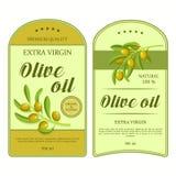 Kreative Aufkleber für Olivenöl mit grünen Oliven Vektoraufkleber benutzt für die Werbung von organischen olivgrünen Produkten Stock Abbildung