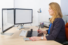 Kreative Büroarbeit lizenzfreies stockbild