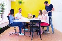 Kreative Fachleute in einem Designstudio Stockfoto