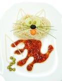 Kreative Gemüselebensmittelabendessen-Katzenform Lizenzfreie Stockfotos