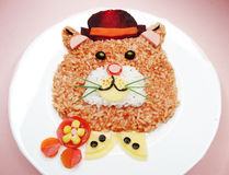 Kreative Gemüselebensmittelabendessen-Katzenform Stockbilder
