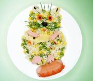 Kreative Gemüselebensmittelabendessen-Katzenform Stockfotos