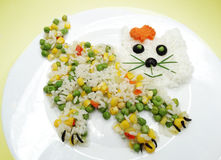 Kreative Gemüselebensmittelabendessen-Katzenform Lizenzfreies Stockbild