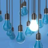 Kreative Glühlampe des Ideen- und Führungskonzeptes Stockfoto