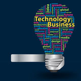 Vector Glühlampe mit Technologiegeschäftskonzept der Wortwolke Lizenzfreies Stockfoto